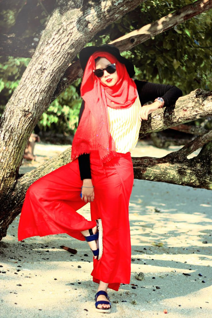 #summeroutfithijab #hijab #fashionhijab #khimar #outfitoftheday #ootdhijab #ootd #muslimah #indonesianhijab #sarahmadya