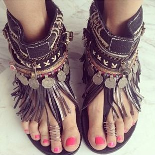 boho, feathers + gypsy spirit #thevibetown #hippie #boho #shoes #flats #fringe