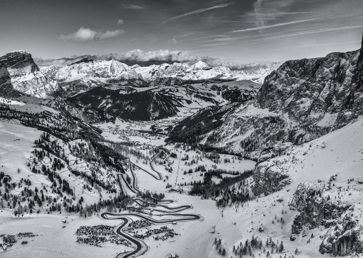 Turn over Turn - View from Passo Gardena over the Val Badia