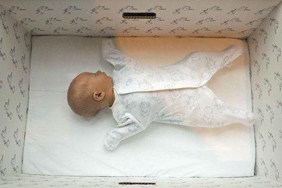 """Medyascope ///  İskoçya'da yeni doğan tüm bebekler için """"bebek kutusu"""" dağıtılıyor"""