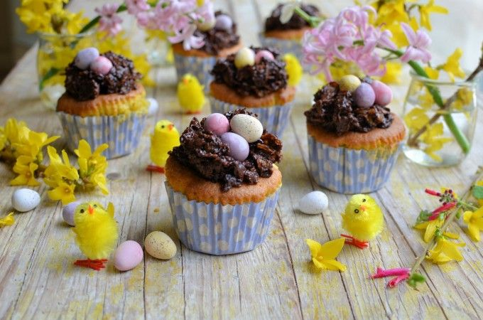 Lavender and Lovage | Easter Nest Cupcakes for the Easter Weekend Tea Time Table | https://www.lavenderandlovage.com