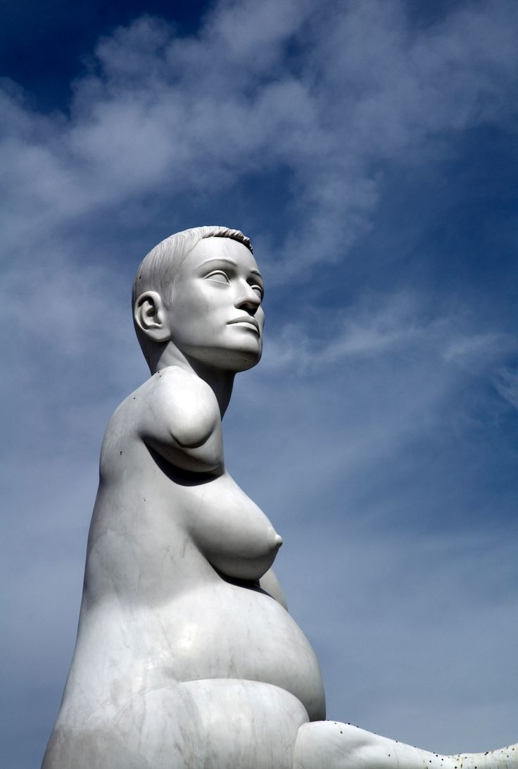 Alison Lapper Pregnant sculpture by Marc Quinn