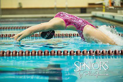 Swimming senior picture idea for girl swimmer. #swimmingseniorpicturesideas #swimmingseniorpictures #seniorsbyphotojeania
