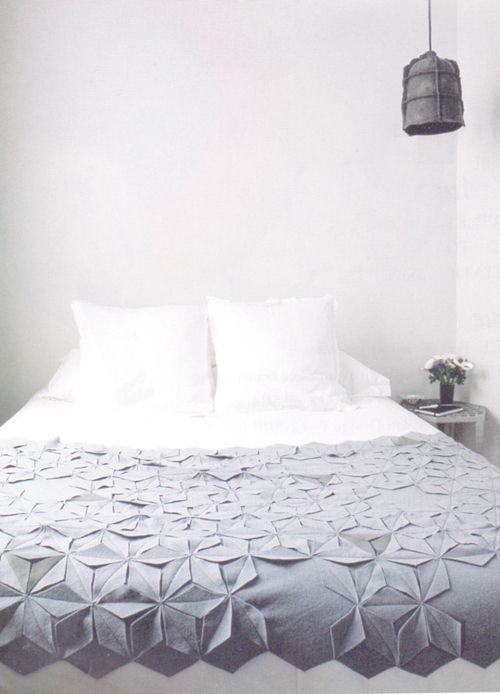 Geometric Blanket. More inspiration at Bed and Breakfast Valencia Spain: http://www.valenciamindfulnessretreat.org
