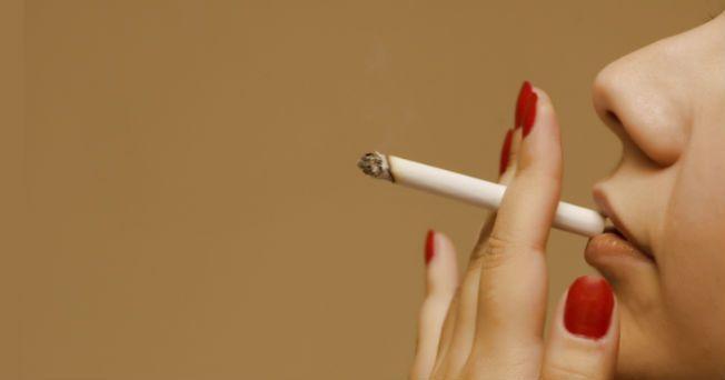 El tabaquismo es uno de los problemas más importantes de salud pública en México. Se estima que entre 25 mil y 60 mil personas mueren prematuramente cada año en el país, a causa de enfermedades atribuidas al consumo del cigarro.