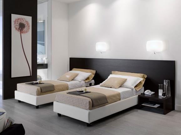 Arredamento moderno per hotel e residence. Camera da