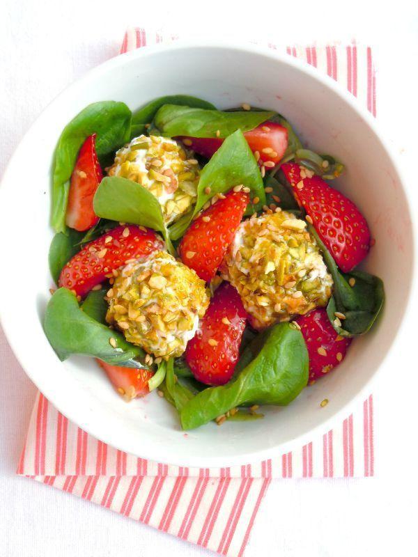 salade de fraises au fromage frais et pistaches