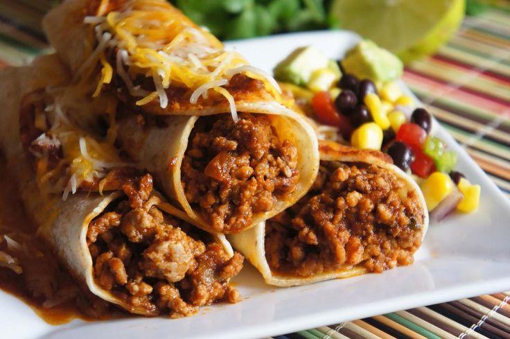 SOUND: http://www.ruspeach.com/en/news/11521/     Энчилада - это традиционное мексиканское блюдо. Для приготовления энчилада с говядиной возьмите тонкие кукурузные лепешки, говяжий фарш со специями и помидорами, соль, соус и тертый сыр. Добавьте соль и специи в фарш по вкусу. Заверните фарш в лепешки. Положите лепешки в форму для запекания. Полейте соусом, положите сверху тертый сыр и поставьте в духовку на 40 минут при температуре 200 градусов.    Enchilada is a traditional