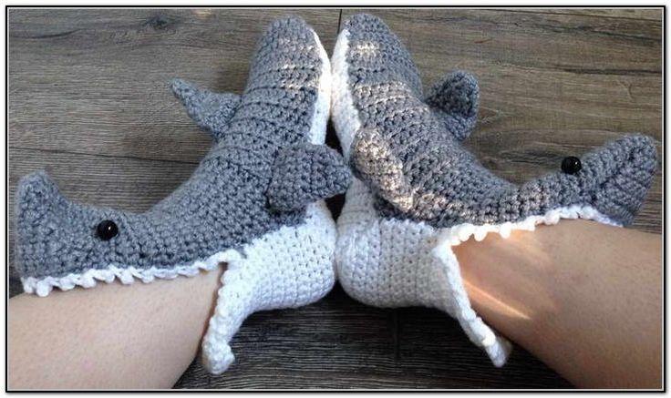 Shark Socks Knitting Pattern : 17 Best images about Christmas crochet on Pinterest Free pattern, Reindeer ...