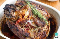 Receta de Pierna de cerdo adobada para Navidad - ¡Crujiente por fuera y jugosa por dentro!