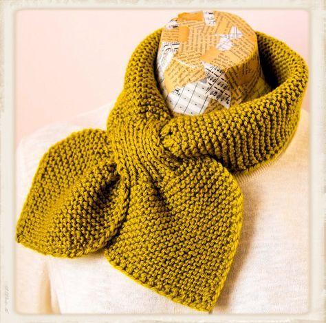 Op internet vond ik een leuk patroon van een ouderwets sjaaltje ... de Ascot sjaal: Deze okergele sjaal is gebreid op naald nr 4,5...