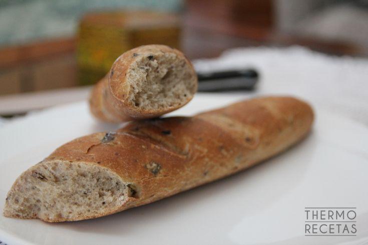Barrita de pan de olivas negras y orégano - http://www.thermorecetas.com/barrita-olivas-negras-oregano/