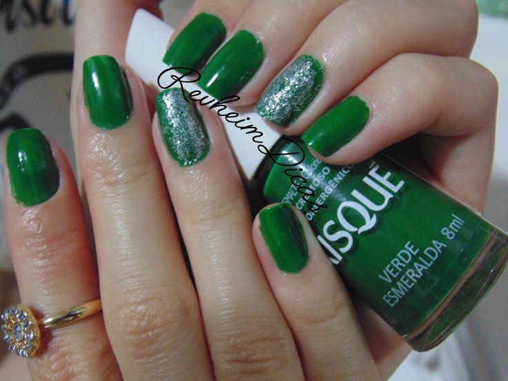 Risqué, Verde Esmeralda, Pincel flat, Esmalte, Unhas, Unha da semana, Unhas de diva, Esmalte hipoalergênico, Gliter pop nail, Anéis Renner, Unha filha única. #risqué #nails #blog #verdeesmeralda #nailpolish #esmalte #unhadasemana #gliter #fashion #beauty #esmaltar #hands #moda #unhasdodia #manicure #nailart #fashionblogger #renner #rings #popnail #hipoalergênico #pincelflat