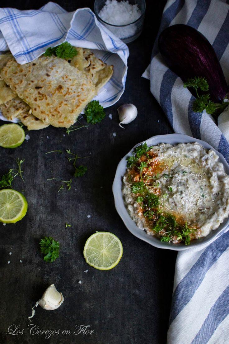 caviar de berenjenas, pan plano, flatbread, aubergine caviar, aperitivo, verdura asada, entrante, fiesta, celebración, party,