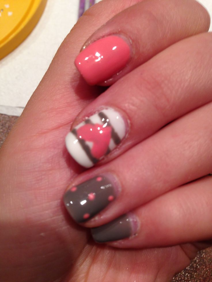 ongles gris et roses