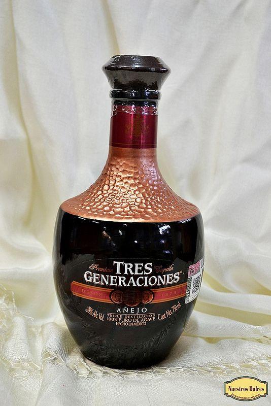 Fruto de la triple destilación, tenemos el Tequila Tres Generaciones Añejo, que se elabora desde 1873, un 100% puro de agave