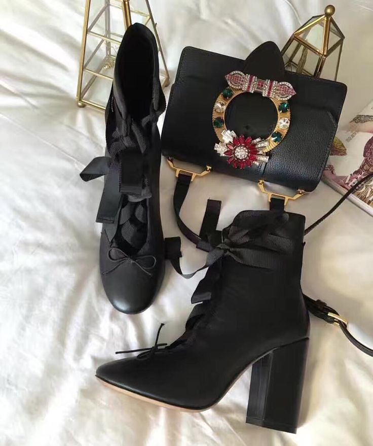 Vê esta foto do Instagram de @luxe_boutique_shoes • 21 gostos