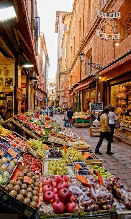Via Pescherie Vecchie, Bologna, Italy | Flickr - Photo by sdhaddow