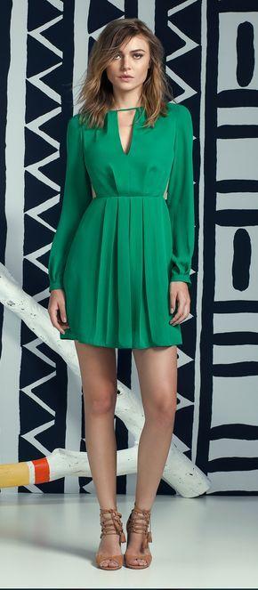 look com vestido verde de manga longa e sandália lez a lez primavera 2017