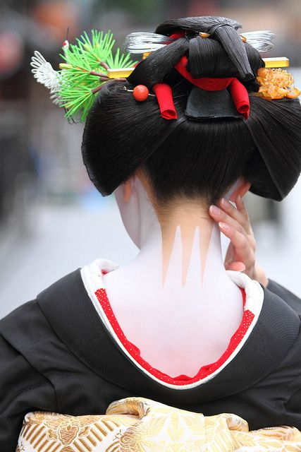 Sakkou, the last hairstyle that a maiko/apprentice geiko wears | from milestone505 @ flickr: