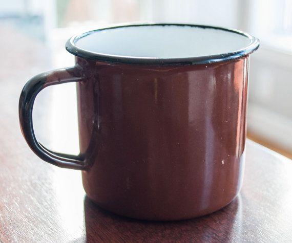Tasse en émail brune faite en Pologne par 3rvintages sur Etsy