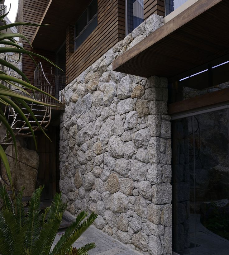 Cape Granite - large rock cladding