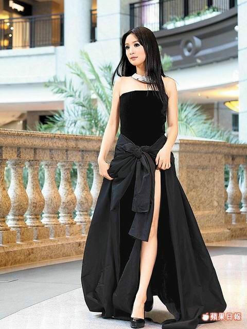 I love this Jean Paul Gaultier dress that Ariel Lin is wearing. Beautiful!