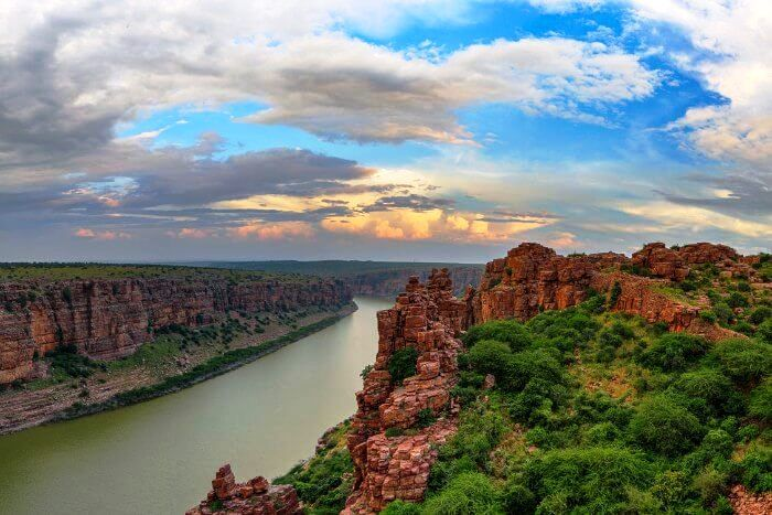#Gandikota village #AndhraPradesh #India A small village located right on the bank of the river #Pennar in the #Kadapa district of Andhra Pradesh, #Gandikota is also known as the Grand Canyon of India. Getting there might be a bit of an #adventure, but once you're inside the place, there are no means of transportation. Thank god for that. #TheRoadLessTravelled #TRLT #Exploring the #Unexplored #India