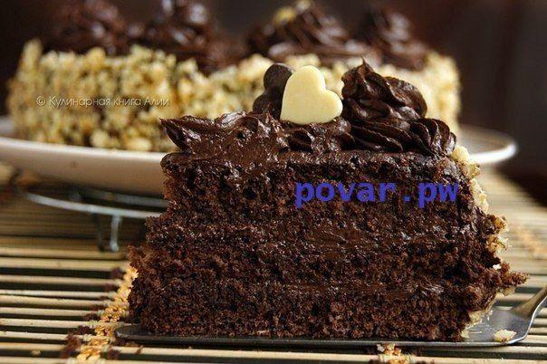 Шоколадный торт по госту  Вам потребуется:  Для бисквита: яйца 5 шт. сахар 125 гр. мука 125 гр. какао 1 ст.л.  Для крема: сгущенное молоко вареное 200 гр. масло сливочное 200 гр. какао 50 гр. масло растительное 10 гр.  Для сахарного сиропа: сахар 75 гр. вода 75 мл. коньяк 20 мл.  Как готовить:  1. Яйца взбить с сахаром добела. Добавить просеянную муку с какао. Перемешать аккуратно.  2. Вылить в форму и печь при 180 С до сухой спички (я теста делала пол нормы, форму брала 18 см) 3. Пока…