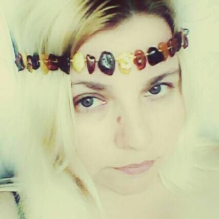 Check out this item in my Etsy shop https://www.etsy.com/uk/listing/533815212/baltic-natural-amber-crown