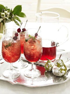 Christmas Cranberry Juleps. image via House Beautiful. #cocktails+spritzers