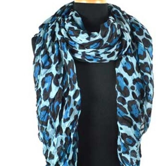 Accessories - 🎉HP🎉 leopard print scarf‼️ 🐯