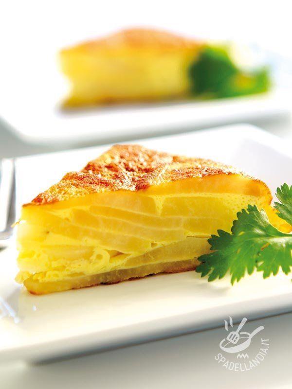 Se volete insaporire il Tortino di patate all'aroma di cannella potete aggiungere delle carote: lo renderanno ancora più irresistibile! #frittatadipatate #frittataconscamorza
