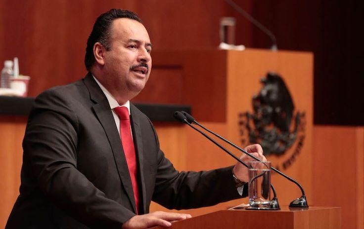 Jorge Toledo manifiesta su solidaridad a vecinos y autoridades de Salina Cruz