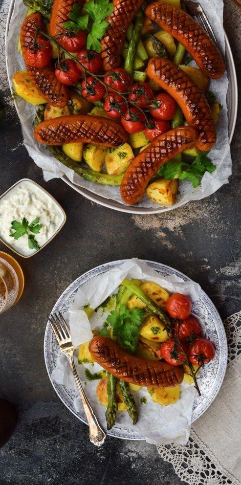 Tämä resepti voitti All Natural -reseptikilpailun, jossa haastoimme 9 ruokabloggaajaa kehittämään oman, täysin lisäaineettoman reseptin valitsemastaan All Natural -tuotteesta. Kokeile ja ihastu: http://www.snellman.fi/fi/reseptit/makkaraperunat-sipuli-remouladekastike