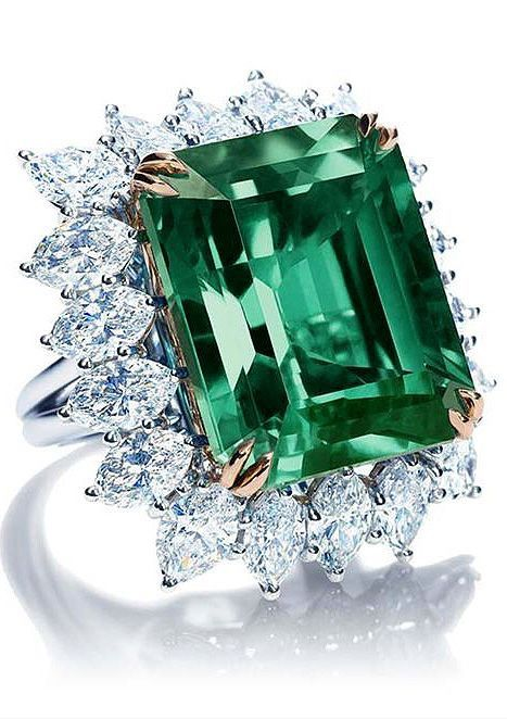 Harry Winston Emerald, Diamond and Platinum Ring