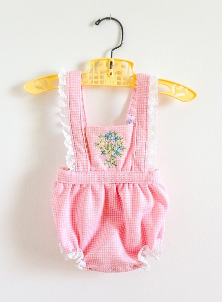"Just listed • 1980s Carter's baby romper LIKE-NEW.  Marked 9M, L14"". 🌷"