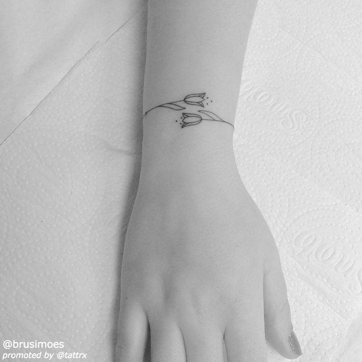 "Brunella Simões @brusimoes | Vitória Brazil ""Tulip bracelet""tatuagemcombrunella@gmail.com"