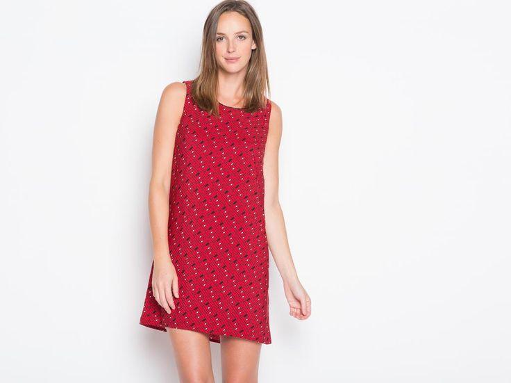 Cette robe réveille votre style avec son imprimé façon 3D ! On craque aussi pour la découpe du dos, so glamour ! Elle est idéale pour accompagner une veste zippée et de jolis escarpins affinant la silhouette. Robe, coupe droite, col arrondi, sans manches, motif façon 3D multicolore, découpe dos.