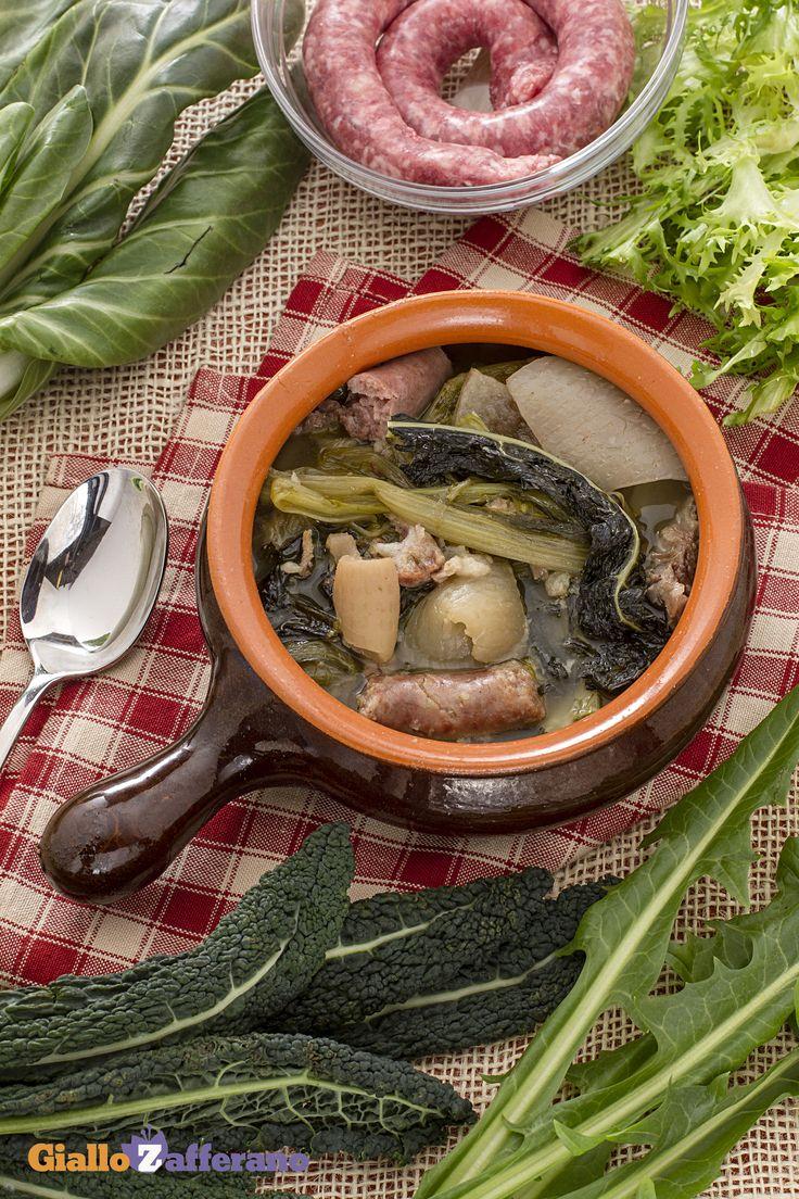 La minestra maritata (wedding soup) è una zuppa molto saporita e ricca tipica della cucina campana, immancabile durante il periodo invernale. #ricetta #GialloZafferano #italianfood #italianrecipe