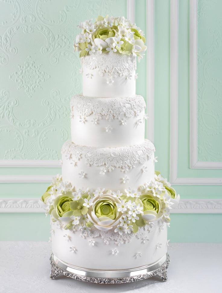 Ranunculus and lace wedding cake / Tarta de boda con ranúnculos y encaje de azúcar www.cakeshautecouture.com