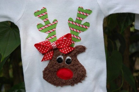 appliqueChristmas Crafts, Reindeer Appliques, Baby Design, Embroidery Appliques Sewing, Christmas Shirts, Reindeer Shirts, Crafts Sewing, Green Dots, Reindeer Shirtleav
