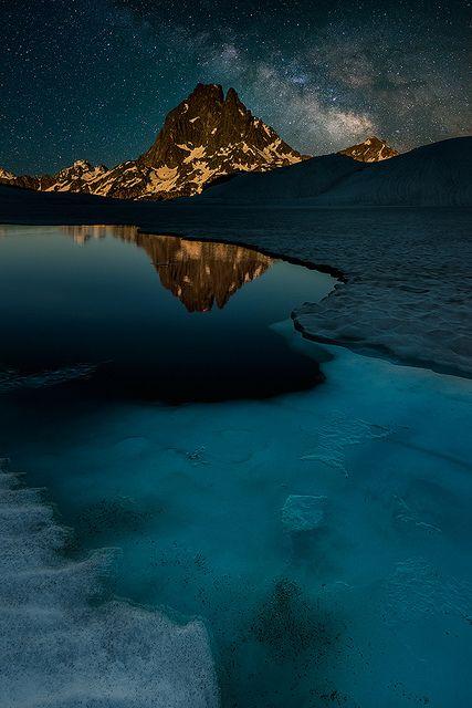 La voie lactée sur les Pyrénées, France