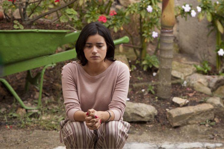 La fe ciega de la madre de Escobar contrasta con la creciente preocupación de Tata, la mujer de Pablo. Foto por Netflix. Narcos.