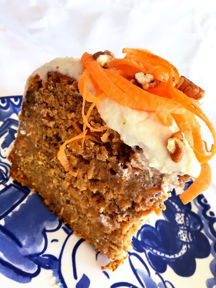 Dit carrot cake recept is niet alleen heel gezond, hij is ook nog eens super lekker! Met name de frosting van cashewnoten en yoghurt. Jammie!
