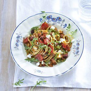 Recept - Linguine met chorizo, tomaat en geitenkaas - Allerhande