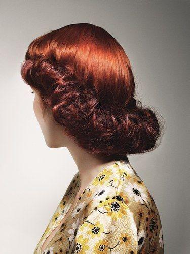 Une élégante coiffure des années 1940.