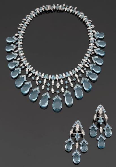 Élégante parure en or gris, topazes bleues et diamants.