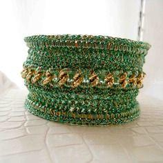 Bracciale gioiello tessile verde smeraldo e oro