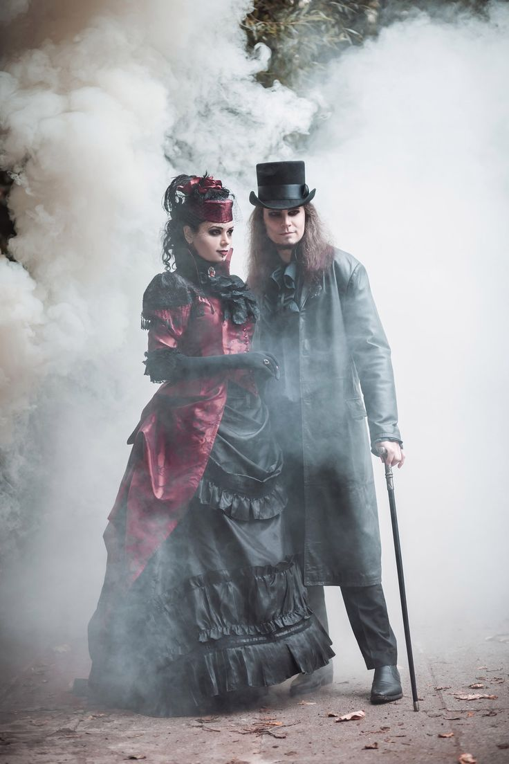 Румын называет себя наследником Дракулы  2619a3a04a870c64a6ac855b8d733020--gothic-vampire-bustle-dress